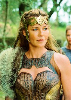 Hippolyta would have a headdress similar to this. It would portray her noble sta. - Hippolyta would have a headdress similar to this. It would portray her noble status and would give - Wonder Woman Art, Wonder Woman Kunst, Gal Gadot Wonder Woman, Wonder Women, Dc Comics Film, Marvel Dc Comics, Batman Begins, Chica Fantasy, Linda Carter