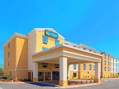 Warner Robins (GA) La Quinta Inn & Suites Warner Robins - Robins AFB United States, North America La Quinta Inn & Suites Warner Robins - Robins AFB is perfectly located for both business and leisure guests in Warner Robins (GA). The property features a wide range of facilities to make your stay a pleasant experience. Facilities like free Wi-Fi in all rooms, 24-hour front desk, facilities for disabled guests, express check-in/check-out, car park are readily available for you to...