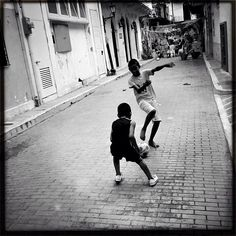 """La gran jugada"" Casco Viejo, Panamá 05-2013 #panama #igersvenezuela #all_shots #insta_ve #bws_artist_latin #instagramhub #instagramers #bwstyles_gf #photooftheday #igerspty #ig_panama #instagood #streetphoto_bw #iphoneographer #photowall #instathings #likesmagazine #igerspty #instadaily  #ourbestshots #venezuelaforum  #amopanama #soyvenezuela #gang_family #gf_ve #urbangangfamily #ampt_community #shootermag #bnw_venezuela #Padgram"