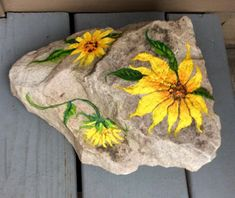 nothing like a friendly sunflower rock for the porch Lace Painting, Pebble Painting, Pebble Art, Stone Painting, Stone Crafts, Rock Crafts, Rock Flowers, Turtle Painting, Hand Painted Rocks