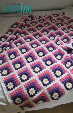 This cheerful cosy banket will keep you warm for sure! It is made with brightly coloured acrylic yarn in white pink, light purple and dark
