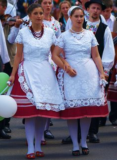 World Folklore Festival Brunssum Hungaria, by Andy von der Wurm Folklore, Embroidery Patterns, Hand Embroidery, Hungarian Dance, Costumes Around The World, Folk Clothing, Folk Costume, People Of The World, Traditional Dresses