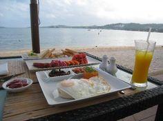 Prana....breakfast on the beach