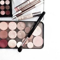 Image uploaded by Find images and videos about beauty, makeup and make up on We Heart It - the app to get lost in what you love. Pretty Makeup, Love Makeup, Makeup Inspo, Makeup Inspiration, All Things Beauty, Beauty Make Up, Makeup Goals, Makeup Tips, Makeup Products