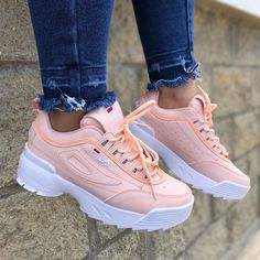TÊNIS Para as amantes de tênis, lindos modelos para se apaixonar. Sneakers Mode, Sneakers Fashion, Fashion Shoes, Sneakers Workout, Fashion Outfits, New Shoes, Vans Shoes, Shoes Sneakers, Yeezy Shoes