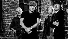 Rock or Bust albümünü piyasaya sürmeye hazırlanan AC/DC, albümde yer alan Play Ball'a video klip çekti. http://turkgitar.net/index.php/haberler/item/1785-ac-dcnin-yeni-video-klibi-play-ball-yayinlandi