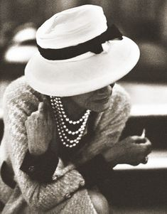 Gabrielle 'Coco' Chanel (79) - 1962 - Paris - Photo by Douglas Kirkland - @~ Mlle