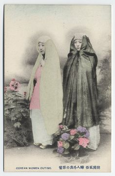 sisterwolf: Korean women on an outing - 1904 via Cornell University Library's photostream Korean Photo, Korean Art, Korean Image, Photos Du, Old Photos, Vintage Photos, Korean Traditional, Traditional Outfits, Historical Photos