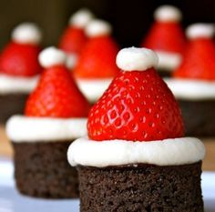 Made these in a cupcake tin instead of cutting them out of baking pan. Brownie and strawberry santa hats! Christmas Snacks, Christmas Goodies, Holiday Treats, Holiday Recipes, Family Christmas, Christmas Brownies, Christmas Time, Merry Christmas, Holiday Desserts