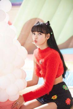 [BLACKPINK] Blink ~ Tôi sẽ quay một video và quay lại ♡ (ft. Pretty next to pretty): Naver Post Blackpink Lisa, Lisa Chan, South Korean Girls, Korean Girl Groups, Divas, 17 Kpop, Lisa Blackpink Wallpaper, Black Pink Kpop, Blackpink Photos