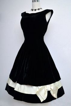 Vintage 50s Black Velvet Dress // 1950s Black & White Holiday Evening Party…