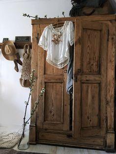 Plush Bedroom ideas for smart bedroom, idea 5986894722 Boho Furniture, Wooden Wardrobe Design, Bohemian Bedroom Decor, Vintage Wardrobe, Wooden Armoire, Wooden Wardrobe, Wooden Closet, Rustic Closet, Rustic Bedroom Design