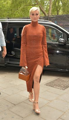 Katy Perry – Seen Out in London - Katy Perry: Seen Out in London. Source Katy Perry – Seen Out in London Source link. Jean Dujardin, Isabelle Adjani, Laetitia Casta, Monica Bellucci, Hot Actresses, Beautiful Actresses, Beautiful Celebrities, Celebrity List, Celebrity Pictures
