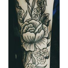 up close #flowers #tatuering #tattoo #stipple #flowertattoo
