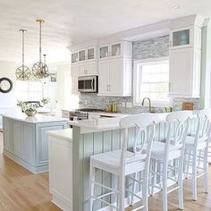 Coastal kitchen perfection! Love this kitchen by the talented Kim @sandandsisal ; her home is beautifully designed with coastal inspire colors and decor. Head over her feed if you're looking for ideas to decorate your home this summer. You are going to love it! #FollowFriday #theonetofollow #CoastalDesign