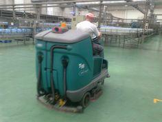 Fregadora Tennant T16ecH20 en Bezoya (Segovia), LIMPISA GRUPO NORTE apuesta por la limpieza sostenible: ahorro de agua y menos emisiones de CO2