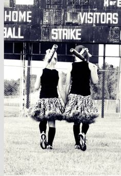 Cute softball pics Softball Party, Girls Softball, Senior Girls, Senior Softball, Softball Stuff, Softball Photos, Volleyball Pictures, Cheer Pics, Baseball Pics