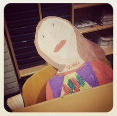 Leuk!! Een zelfportret op de stoel bij de informatieavond aan het begin van het schooljaar. Idee gezien bij Djellomaureen.