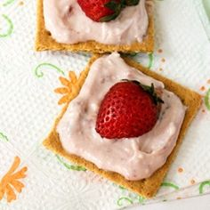 Graham Crackers w Stawberry Cream Cheese