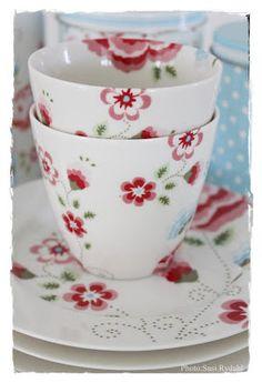 """GreenGate """"Karla"""" latte cups & plates - VELKOMMEN HOS INDRETNING MED FARVER."""