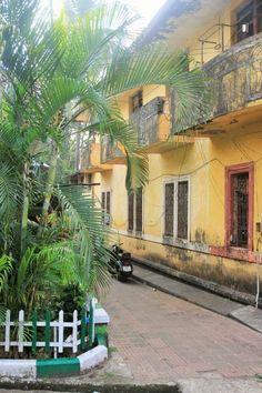 Panaji, Goa, portugese architecture in India http://gdziewyjechac.pl/30226/indie-brazylia-spacerujemy-panjim-goa-zdjecia-vlog.html