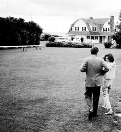 Jacqueline Kennedy Photographs: Jackie Kennedy Casual and Family Life Archive Les Kennedy, Caroline Kennedy, Jacqueline Kennedy Onassis, Jackie Kennedy, Kennedy Compound, Hyannis Port, John Junior, Moon Missions, John Fitzgerald