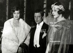 An amazing art deco diamond head jewel, worn by the Duchess of Sutherland, far right, out on the town with Prince Edward (later Edward VIII and Duke of Windsor) on 13 November Royal Prince, Prince Of Wales, Princess Victoria, Queen Victoria, Eduardo Viii, Edward Windsor, English Royal Family, Elegant Couple, John Charles