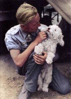 German WWII ace Erich Hartmann and dog. Luftwaffe, German Soldiers Ww2, German Army, Raza Aria, Erich Hartmann, Military Working Dogs, War Dogs, The Third Reich, Military History