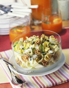 Salade d'endives, pommes, noix et roquefort
