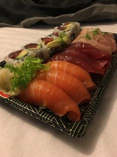 Sushi Recipes, Asian Recipes, Healthy Recipes, Think Food, Love Food, Picnic Date Food, Healthy Cooking, Healthy Eating, Edible Food