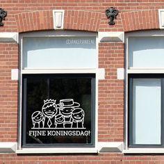 Op zoek naar een design voor een toffe raamtekening voor Koningsdag? Ik heb de 9 leukste raamtekeningen voor je opgezocht. En deze krijtstifttekeningen zijn ook nog eens makkelijk van de ramen af te wassen. Doodle Lettering, Silhouette Cameo, Holland, Chalkboard, Diy And Crafts, Doodles, Printables, Windows, 27 April
