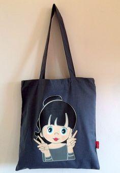 Hippe katoenen tassen van GIJNig in mint groen, licht roze of grijs. Afmeting: 40x37 cm met lange hengsels om over je schouder te dragen. Prijs: € 12,95 Voor meer informatie mail naar info@gijnig.com