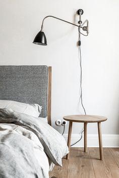 Minimalist Bedroom Furniture Dressers minimalist home office wood.Minimalist Home Bedroom Kids Rooms. Minimalist Interior, Minimalist Bedroom, Minimalist Decor, Modern Bedroom, Master Bedroom, Bedroom Loft, Minimalist Kitchen, Minimalist Living, Contemporary Bedroom