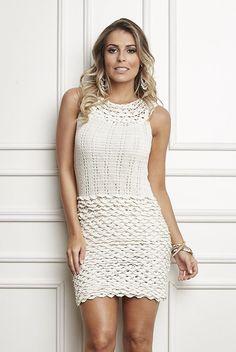 Pearl Neckline Dress - description in Portuguese + charts