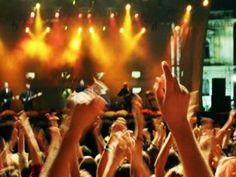Il decreto snellisce le pratiche necessarie per organizzare un concerto con meno di 200 spettatori. E Stefano Boeri, che ha lanciato la petizione sulla