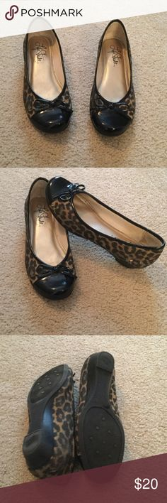 Life Stride Leopard Flats Very good condition, with cushioned insoles.  All man made material in China. Life Stride Shoes Flats & Loafers