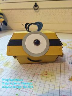 PrettyPaperMakers: Fun with Dies! Minion party favor using Hamburger Box Die