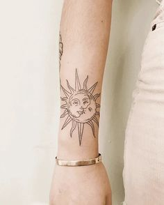 Daisy Tattoo Designs, Crow Tattoo Design, Tattoo Designs And Meanings, Hidden Tattoo Placement, Hidden Tattoos, Mom Tattoos, Tattos, Secret Tattoo, Tattoo Trends