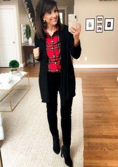 5 Ways to Wear a Black Cardigan - Cyndi Spivey Black Cardigan Outfit, Cardigan Outfits, Fall Cardigan, Fashion For Women Over 40, Black Women Fashion, Womens Fashion, Cheap Fashion, Fall Outfits, Casual Outfits