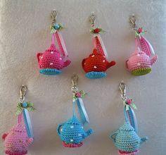 Crochet mini tea pot pattern by Karen's amigurumi creaties (on Facebook) via Bizzy Bee Klaske.