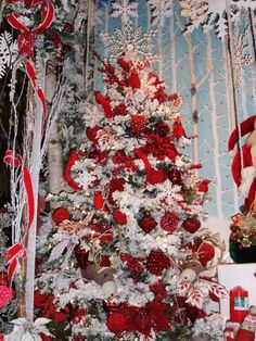 Brilliant red and white Christmas tree.