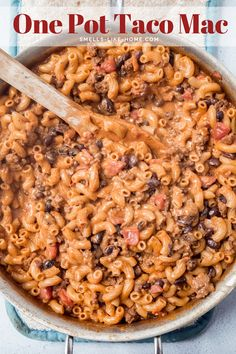 One Pot Taco Mac: A gigantic family-favorite, this creamy taco pasta is a sure fire winner for an easy weeknight meal! #tacopasta #tacomac #creamy #weeknight #hamburgerhelper Cheesy Mac And Cheese, Boxed Mac And Cheese, Creamy Macaroni And Cheese, Taco Mac Recipe, Taco Pasta Recipes, Cheese Recipes, Casserole Recipes, Homemade Hamburgers, Homemade Tacos