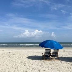 Vacationing in Charleston? Here are the best Charleston, South Carolina beaches to visit, including Folly Beach, Sullivan's Island and Isle of Palms. Hilton Head Beach, Hilton Head Island, North Beach, Beach Town, Carolina Beach, South Carolina, Tybee Island Beach, Charleston Hotels, Sullivans Island