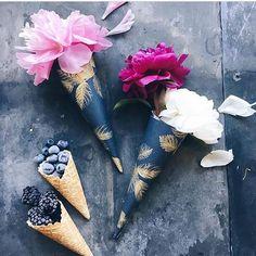 Ice cream gift wrap blooms from @birgittetheresa
