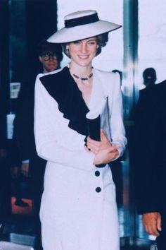 Princess Diana Fashion, Princess Diana Family, Prince And Princess, Princess Of Wales, Karen Spencer, Lady Diana Spencer, Lady Sarah Mccorquodale, Visit Japan, Noblesse
