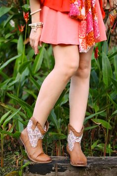 Booties are a must-have for Fall! Click through for more outfit inspiration