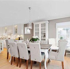Wandfarbe Grau, Stühle Grau, Tisch Und Küche Weiß