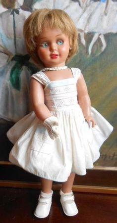 Ancienne poupée espagnole Cayetana de marque DIANA, de 46 cm , yeux riboulants en celluloid. Old spanish celluloid doll marked DIANA, flirty eyes.