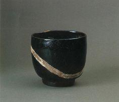 """Kuro Oribe Chawan """"Yu-Dasuki"""", Edo Period"""