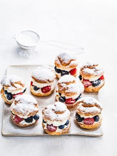 Rutger bakes: puffs with red fruit and mascarpone lime filling delicious. Köstliche Desserts, Delicious Desserts, Yummy Food, Sweet Recipes, Cake Recipes, Dessert Recipes, Happy Foods, Pastry Cake, Christmas Desserts